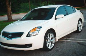 New Wheels/Nissan Altima 007 for Sale in Milwaukee, WI