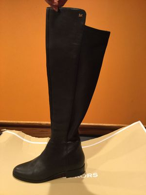 Michael Kors women boots size 6 for Sale in Romeoville, IL