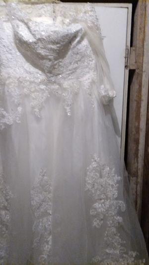 White wedding dress with very pretty designs for Sale in El Dorado, KS