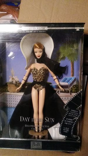 HOLLYWOOD MOVIE STAR COLLECTION A DAY IN THE SUN BARBIE DOLL NEW for Sale in Los Angeles, CA
