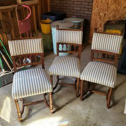 Set Of 3 Antique Chairs for Sale in Lake Stevens,  WA