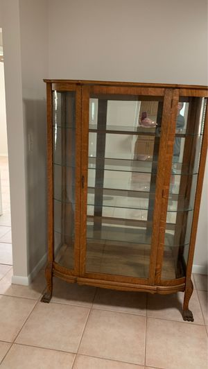 Antique China Cabinet. Good condition for Sale in Delray Beach, FL