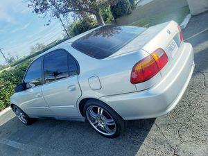 Hola estoy bendiendo mi honda civic 2000 titulo limpio con 163 millas el carro corre bien no chec prendido for Sale in Santa Ana, CA