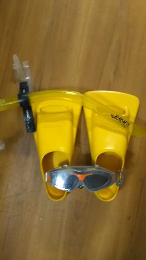 Finis fins/snorkel aqua goggle for Sale in Tacoma, WA