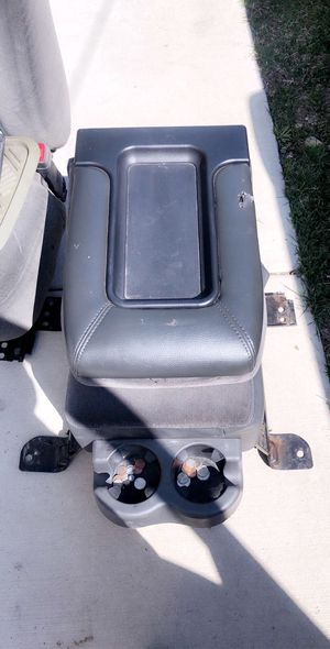 Middle console for Sale in Elgin, IL