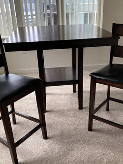 Counter High Pub Table W/ 2 Chairs for Sale in Seattle,  WA