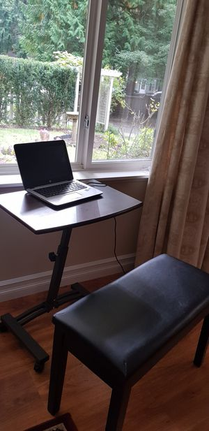 sitting desk that goes upto 33 inches is for sale for Sale in Bellevue, WA