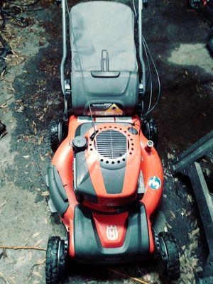 22in cut AWD Husqvarna self-propelled lawn mower for Sale in Saint Petersburg, FL