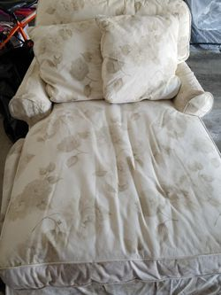 Chaise Lounge for Sale in Roselle,  IL