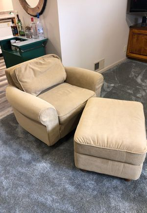 Light tan chair for Sale in Lincoln, NE