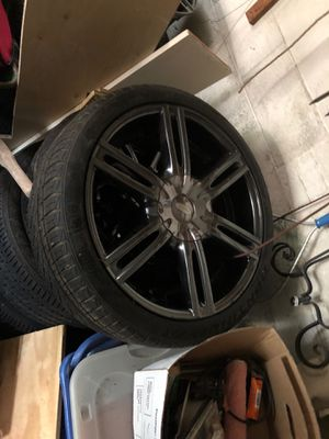 "Diamo 20""in rims and tires complete set for Sale in Camp Springs, MD"