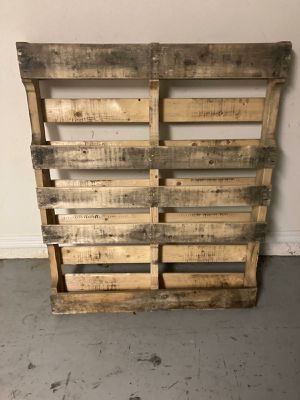 Free wood furniture pallet for Sale in Tampa, FL
