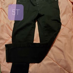 Jeans 5T Kids Toddlers for Sale in Dinuba, CA