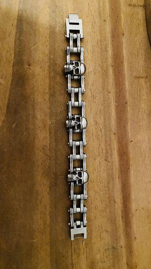 Stainless Steel skull and linkage men's bracelet 8.5 in for Sale in Sun City, AZ