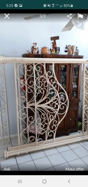 King size -Iron canopy bed frame for Sale in North Las Vegas, NV