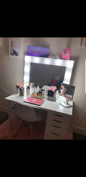 Hollywood Style Vanity Makeup Mirrors for Sale in Pflugerville, TX