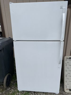 Freezer Top Refrigerator for Sale in Waianae, HI
