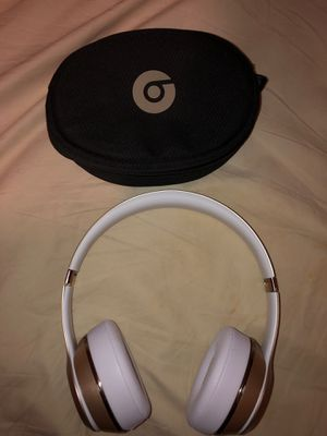 Gold Beats solo 3 wireless (right hinge broken) for Sale in Whittier, CA