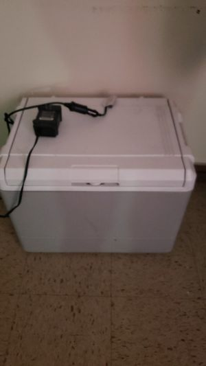 Coleman Powerchill 40 cooler iceless cooler/ heating cooler for Sale in Queens, NY