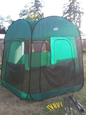 EZ Twist portable shade cover for Sale in Lynnwood, WA