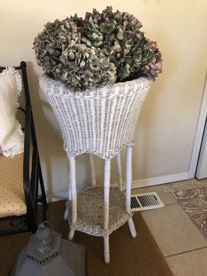 Vintage wicker plant stand with dried hydrangea bouquet for Sale in Vancouver, WA
