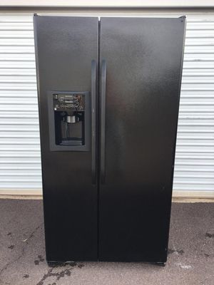 GE, side by side black, in good condition everything works very well clean and pleasant one month warranty, delivery available for Sale in Tempe, AZ