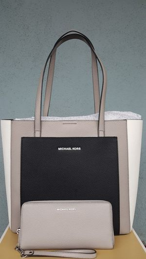 New Authentic Michael Kors Large Tote With A Large Wallet 🎁🎅🎁🎅 for Sale in Montebello, CA