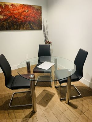 Dining table for Sale in Coconut Creek, FL