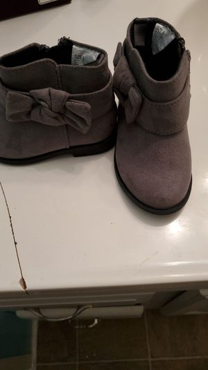 Girls 5T grey boots for Sale in Taylor, MI