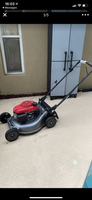Honda lawn mower for Sale in Valrico, FL