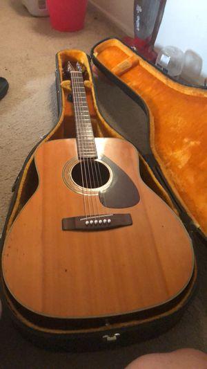 Acoustic Yamaha Guitar 1970 FG200 With Orig Yamaha Hardcase for Sale in Anaheim, CA