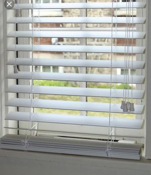 NEW Levelor faux wood custom blinds 2 pc white for Sale in Rock Island, IL