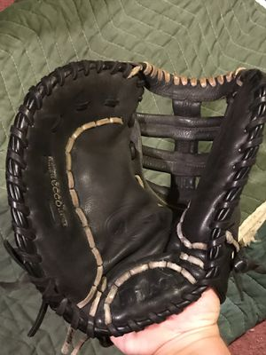 Wilson first baseman's baseball glove left hand throw for Sale in Cherry Hill, NJ