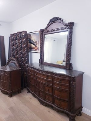 Bedroom set King size for Sale in Glendale, AZ