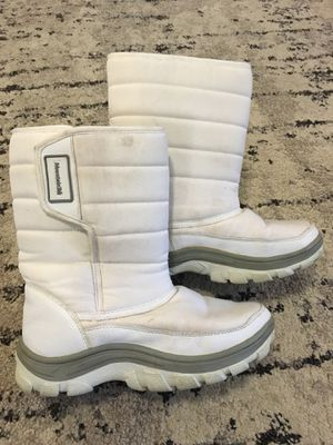 MountainTek women's size 7 snow boots for Sale in Monroe, WA