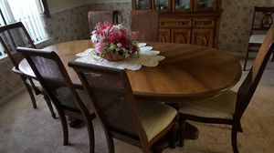 6 seat dining table with leaf extender for Sale in Orlando, FL