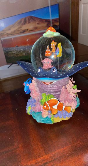 Large finding nemo snow globe for Sale in Simpsonville, SC