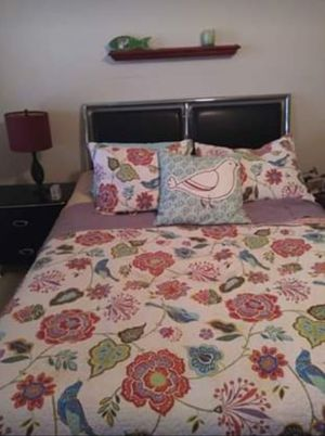 Queen sized bed and frame for Sale in Jonestown, PA