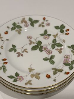 Wedgewood Wild Strawberry Salad Plate for Sale in Snoqualmie Pass,  WA
