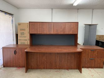 Executive Desk 4 pc for Sale in Brooks,  OR