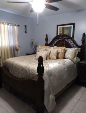 Queen bedroom set for Sale in Tampa, FL