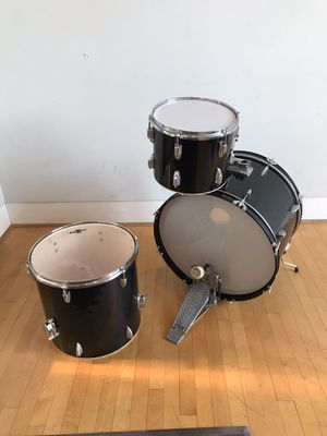 Groove percussion 22 inch bass drum black finish 12 inch ride Tom 16 inch floor Tom Tama bass pedal drums set in Ontario 91762 $75 for Sale in Montclair, CA