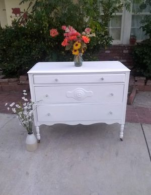 Dresser with Antique Crystal Knobs for Sale in Whittier, CA
