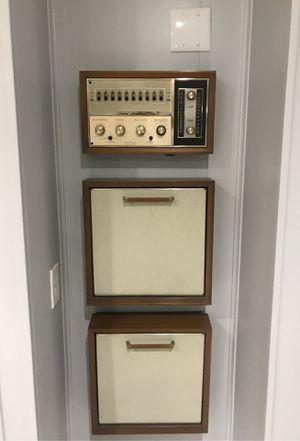Antique wall stereo and record player for Sale in Houston, TX