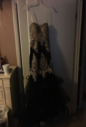 Prom dress never wore tag still on make offer for Sale in Franklin, KY