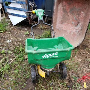 15000 sq. ft. Broadcast Seed Spreader for Sale in Washington, DC