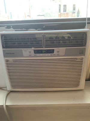 Air Conditioner AC - Frigidaire 10000 BTU - Window-Mounted for Sale in New York, NY