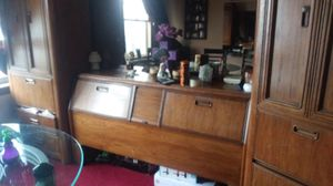 Queen size bedroom set (mirror not included) headboard 2 cabinet and frame included for Sale in Cleveland, OH