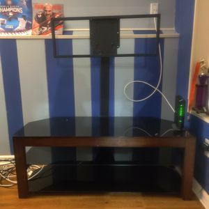 TV Stand with glass shelves for Sale in Bolingbrook, IL