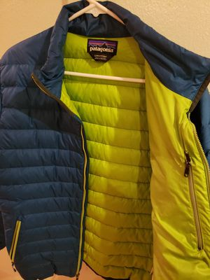 Mens Patagonia puffer coat SZ Large for Sale in Chicago, IL